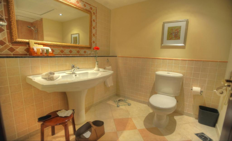 Deluxe Sea Front Room Bathroom
